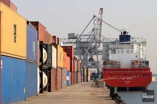 Un nouveau terminal à conteneurs a été inauguré vendredi dans le secteur Viau... (PHOTO ARCHIVES LA PRESSE)
