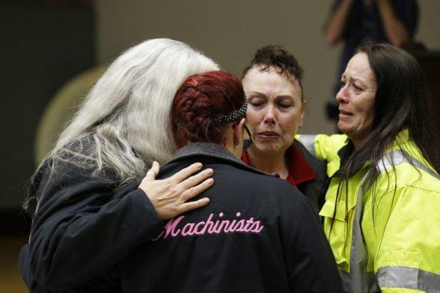 Les machinistes du fabricant ont approuvé de justesse... (Photo Ted S. Warren, AP)