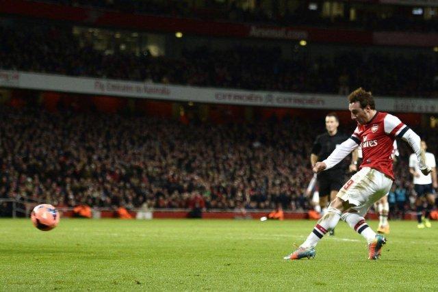 Santi Cazorla a marqué l'un des deux buts... (PHOTO DYLAN MARTINEZ, REUTERS)
