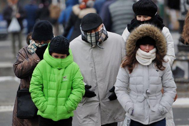Une dense zone d'air froid en rotation allant... (Photo STAN HONDA, AFP)