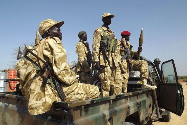 Sur le terrain, les forces de l'armée soudanaise... (Photo SAMIR BOL, AFP)