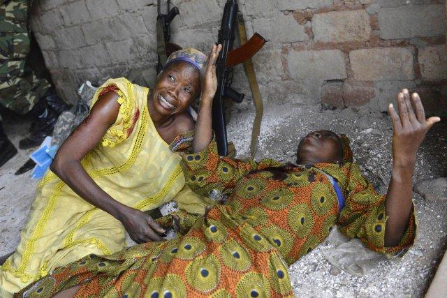 Deux femmes blessées par l'explosion aumarché Kokoro.... (Photo MIGUEL MEDINA, AFP)