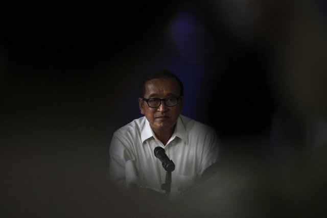 Sam Rainsy, chef du Parti du sauvetage national... (PHOTO SAMRANG PRING, Reuters)