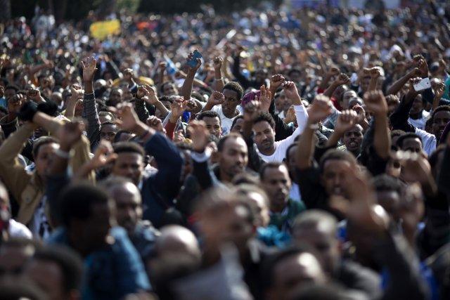 «Plus de 30 000 manifestants ont défilé dans... (Photo Ariel Schalit, AP)