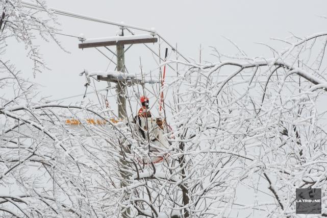 1998 - En raison du verglas, 759 000 foyers sont privés d'électricité dans... (Archives La Tribune, René Marquis)