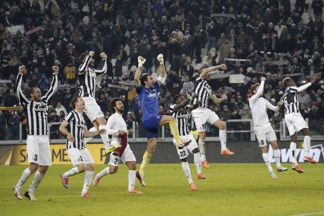 La Juventusa signé sa dixième victoire d'affilée.... (PHOTO MARCO BERTORELLO, AFP)