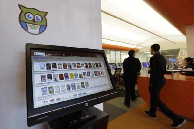 Un écran d'ordinateur indique les livres disponibles à... (PHOTO ERIC GAY, AP)