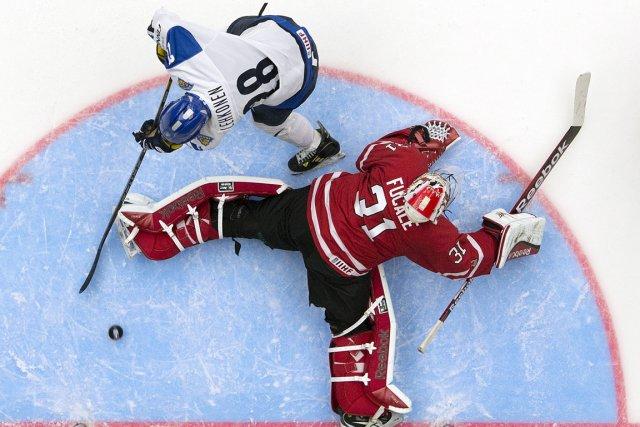 Artturi Lehkonen déjoue Zachary Fucale, dans la demi-finale... (Photo Frank Gunn, La Presse Canadienne)