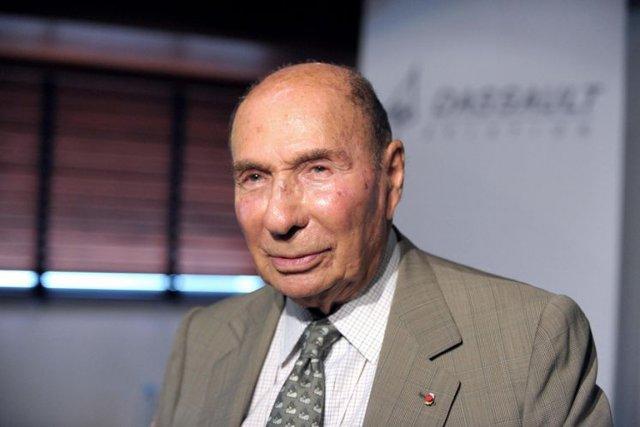 Serge Dassault (ci-dessus) est accusé par un homme,... (PHOTO  ÉRIC PIERMONT, ARCHIVES AFP)