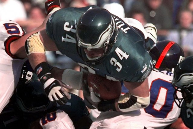 Kevin Turner, alors qu'il jouait pour les Eagles... (Photo archives AP)