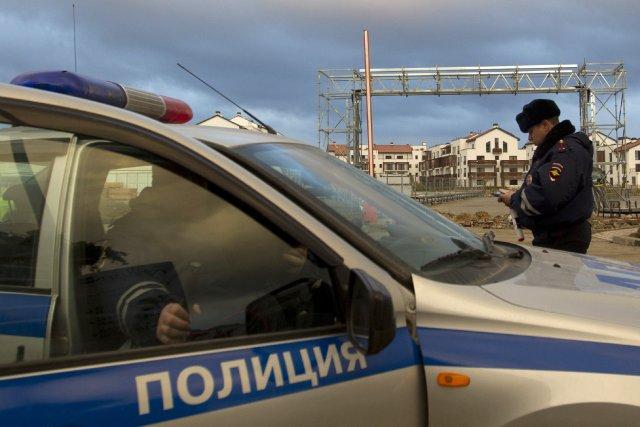 Quelque 37 000 policiers et des unités de... (PHOTO MAXIM SHEMETOV, REUTERS)