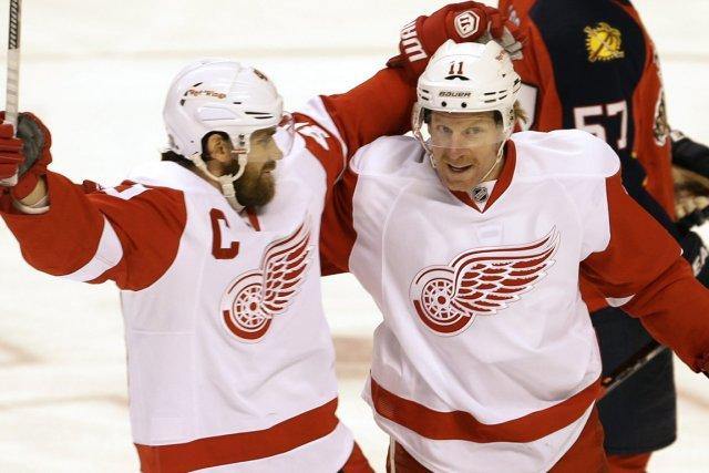 Henrik Zetterberg et Daniel Alfredsson... (Photo Alan Diaz, AP)
