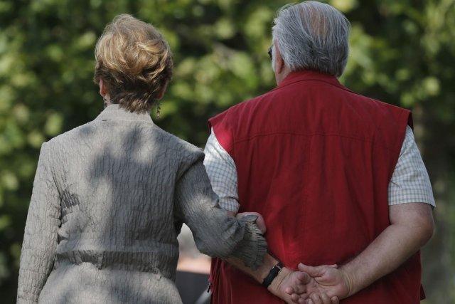 Avant de prendre sa retraite, Geneviève doit considérer... (PHOTO CHRISTIAN HARTMANN, REUTERS)