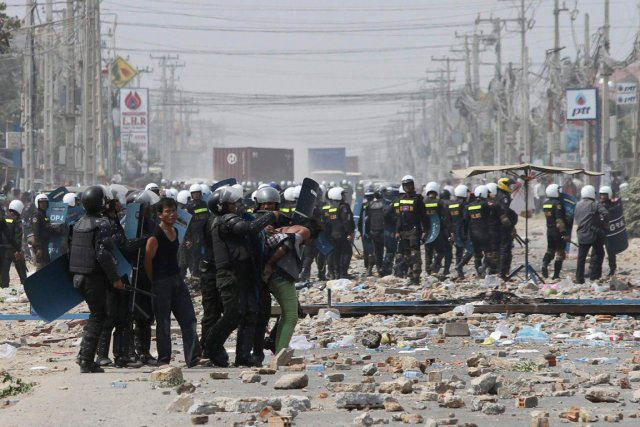 Le 3 janvier, les forces de l'ordre ont... (PHOTO SAMRANG PRING, REUTERS)