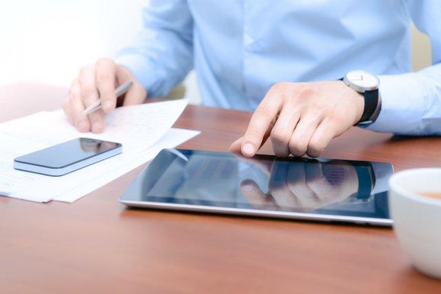 Les usagers de tablettes utilisent leur appareil environ... (Photo bloomua/shutterstock.com)