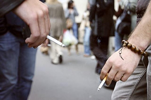 La proportion de la population mondiale qui fume a diminué depuis 1980 mais le... (Photothèque Le Soleil)