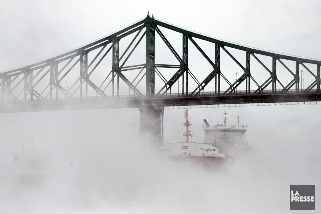 Le pont Jacques-Cartier par grand froid.... (Photo Martin Chamberland, La Presse)
