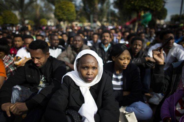 Ces demandeurs d'asile dénoncent le refus des autorités... (PHOTO RONEN ZVULUN, REUTERS)