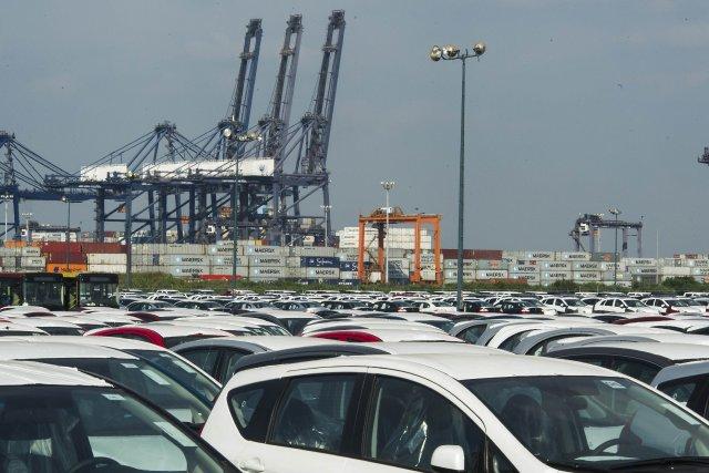 Un large parc de véhicules importés au Mexique.... (Photo OMAR TORRES, AFP)