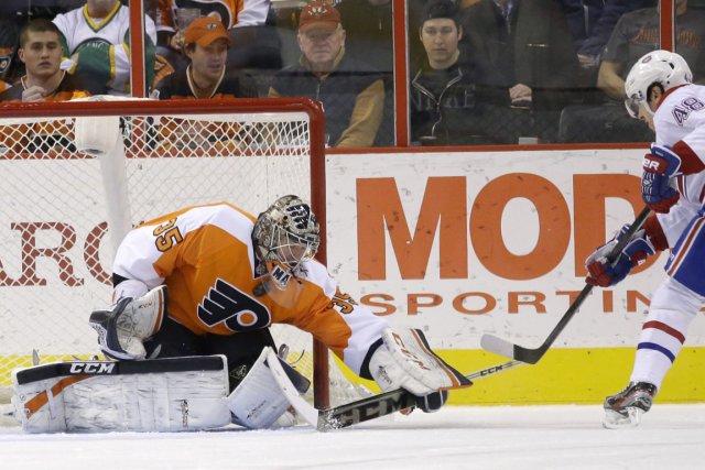 Le gardien des Flyers Steve Mason a bloqué... (Photo Matt Slocum, AP)