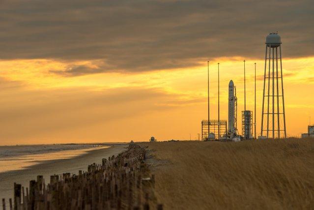 La capsule non-habitée Cygnus d'Orbital Sciences sur une... (Photo BILL INGALLS, AFP)