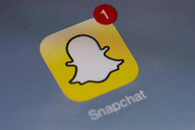 Snapchat permet d'envoyer des messages éphémères, texte ou... (PHOTO LIONEL BONAVENTURE, AFP)
