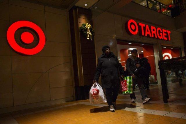 Target avait indiqué en décembre que 40 millions... (PHOTO ERIC THAYER, REUTERS)