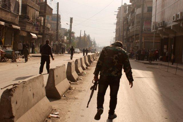 Les rebelles ont poursuivi leur avancée dans les... (PHOTO MOHAMMED WESAM, AFP)