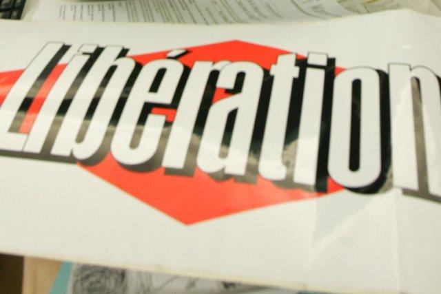 Le quotidien Libération, aux ventes en chute libre et financièrement... (PHOTO ARCHIVES ASSOCIATED PRESS)