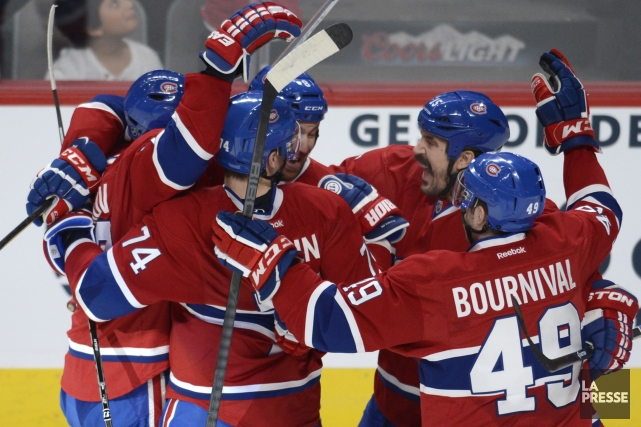 Les joueurs du Canadien célèbrent le but d'Andrei... (Photo Bernard Brault, La Presse)