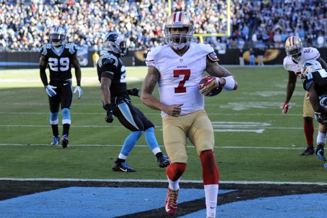 Le quart arrière des 49ers Colin Kaepernick (7)... (Photo Sam Sharpe, USA Today Sports)