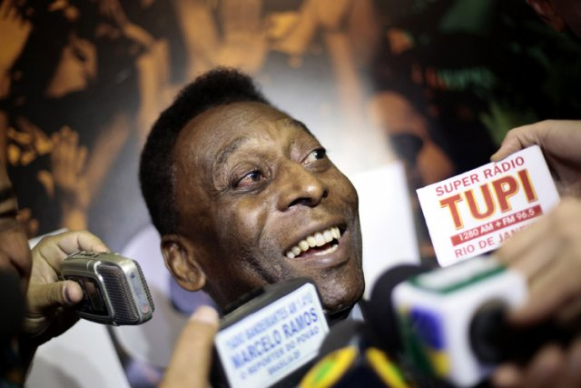 Pelé en conférence de presse à Brasilia le... (Photo: Reuters)