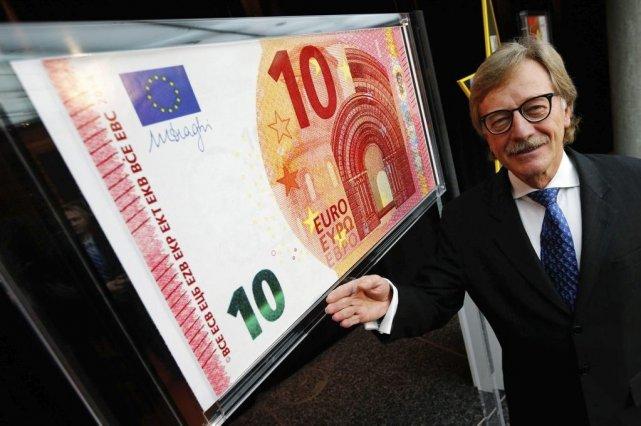 Yves Mersch, membre du comité exécutif de la... (PHOTO RALPH ORLOWSKI, REUTERS)