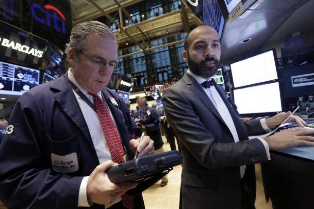 Les grands indices de Wall Street ont chuté de plus de 1% lundi, dans un... (Photo Richard Drew, AP)