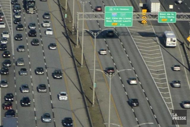 L'autoroute 40, à Montréal.... (PHOTO BERNARD BRAULT, ARCHIVES LA PRESSE)