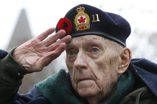 Un vétéran de la Seconde Guerre mondiale.... (Photo CHRIS WATTIE, Reuters)