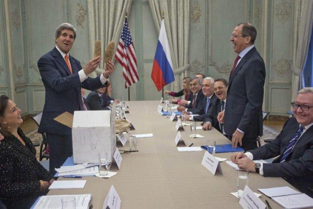 John Kerry a offert deux grosses pommes de... (Photo: Reuters)
