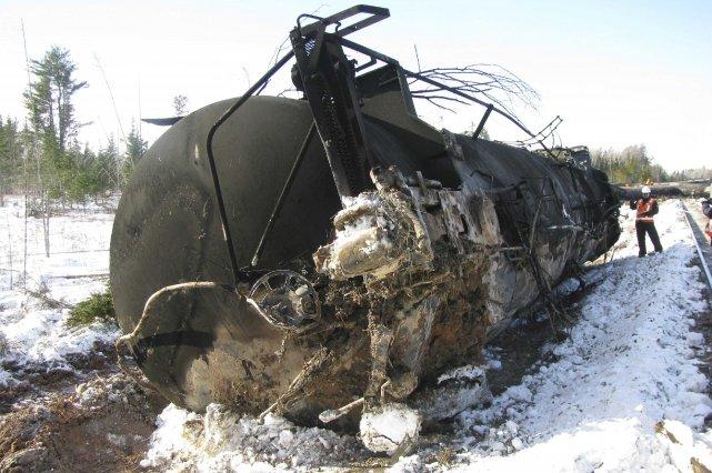 Alors que le Bureau de la sécurité des transports (BST) a entamé son enquête... (Photo REUTERS)