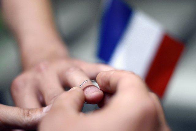 Plus de 2900 communes françaises ont déjà célébré... (PHOTO KENZO TRIBOUILLARD, AFP)