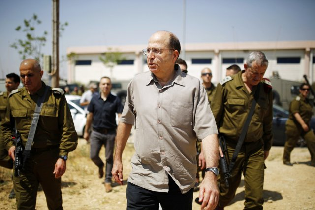 Moshé Yaalon (ci-dessus), un faucon du gouvernement de... (PHOTO AMIR COHEN, ARCHIVES REUTERS)