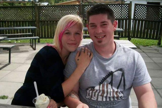 Travis Votour et sa conjointe Amanda Trottier ont... (PHOTO TIRÉE DE FACEBOOK)