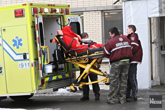 L'employée a été transportée à l'hôpital pour y... (Photo Patrick Sanfaçon, La Presse)