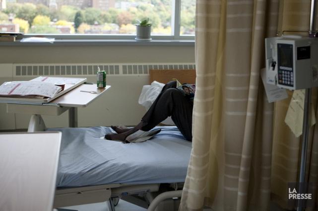 Dans les nouveaux hôpitaux, la construction de chambres... (PHOTO FRANÇOIS ROY, ARCHIVES LA PRESSE)