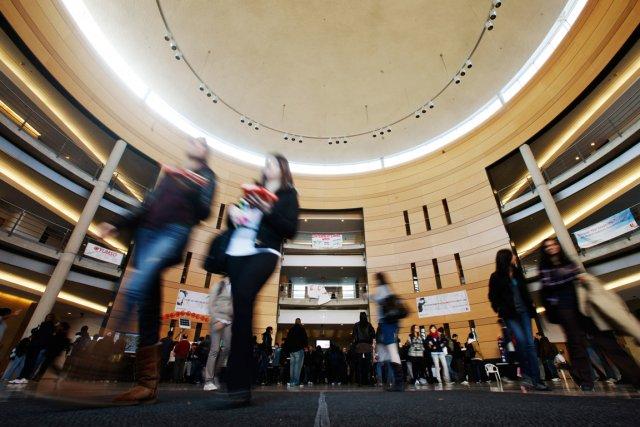 Des étudiants à l'Université York, à Toronto.... (PHOTO MARK BLINCH, ARCHIVES REUTERS)