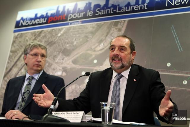 Le ministre fédéral de l'Infrastructure, Denis Lebel (à... (PHOTO MARTIN CHAMBERLAND, LA PRESSE)