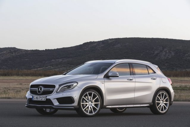 Le Mercedes GLA45 AMG.... (Daimler AG - Global Communications Mercedes-Benz Cars)