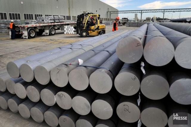 Alcoa va fermer les deux lignes de production... (Photo Bloomberg)