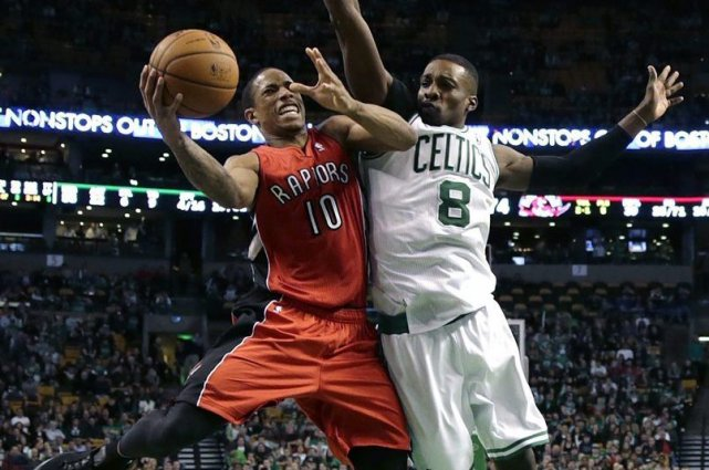 Jared Sullinger a marqué 25 points en plus de récolter 20 rebonds, un sommet... (Photo AP)