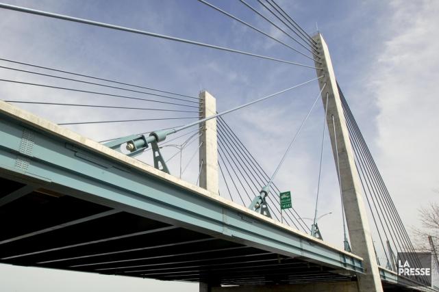 Le pont Olivier-Charbonneau, communément appelé le pont de... (PHOTO ALAIN ROBERGE, ARCHIVES LA PRESSE)
