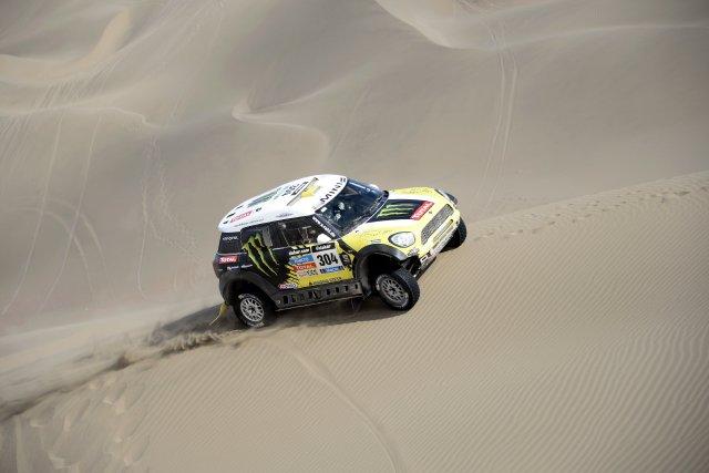 Dakar  trois Mini en tête 967905423db